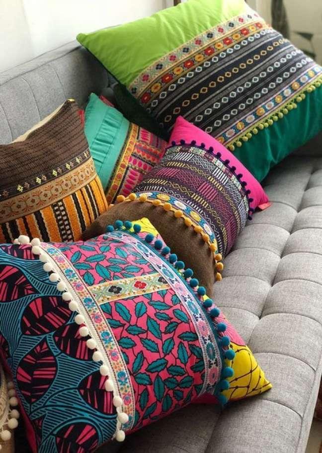 66. Escolha os melhores tipos de tecido para almofadas divertidas e coloridas – Foto Arkpad