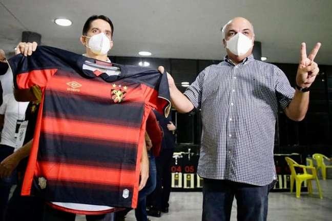 Presidente (esq.) e vice do Sport comemoram resultado da eleição (Anderson Stevens/Sport Club do Recife)