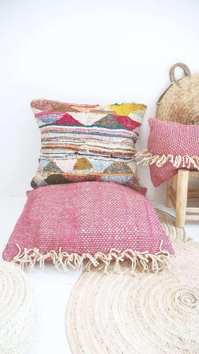 15. Tecido para almofada colorida para decorar a casa – Foto Etsy