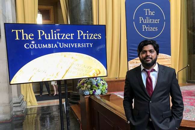Jornalista da Reuters Danish Siddiqui posa para foto durante cerimônia de entrega do Prêmio Pullitzer, em Nova York 30/05/2018 REUTERS/Mohammad Ponir Hossain