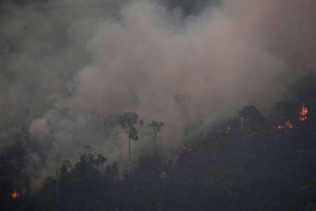 Fogo na floresta amazônica perto de Porto Velho, Rondônia  21/8/2019 REUTERS/Ueslei Marcelino