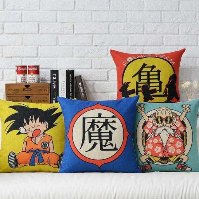 21. Almofada com decoração geek de animes – Foto Aliexpress
