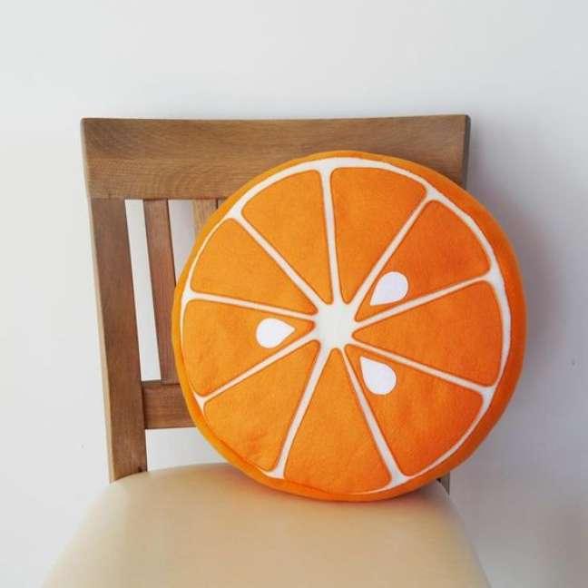 24. Almofada redonda de laranja – Foto Etsy