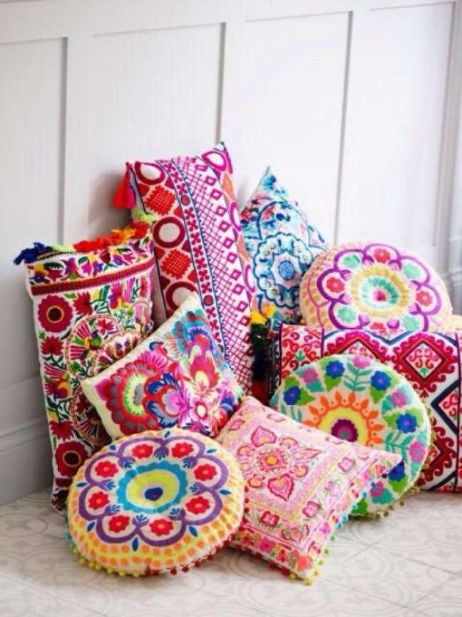 5. Almofada redonda estampada para decoração moderna – Foto Pinterest