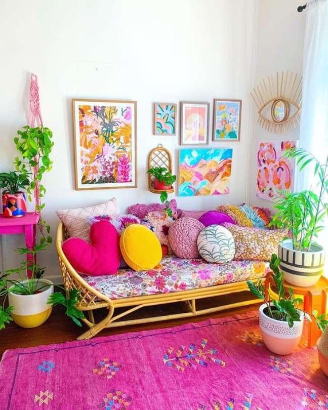 23. Almofada redonda colorida – Foto Lilly Is Love