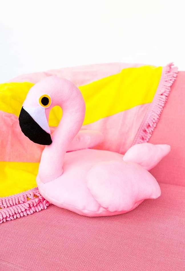 42. Almofadas divertidas de flamingo – Foto Pinterest