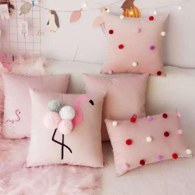 70. Quarto com almofadas divertidas de flamingo – Foto Aliexpress