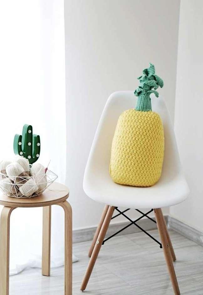 60. Cadeira com almofadas divertidas feita de croche – Foto Pinterest