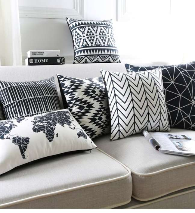 83. Sofá cinza com almofadas estampadas – Foto Ali Express