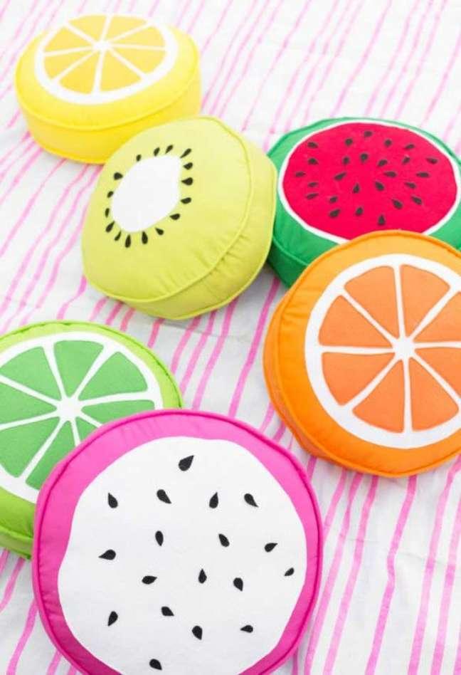 2. Tecido para almofada de frutas colorido – Foto Pinterest