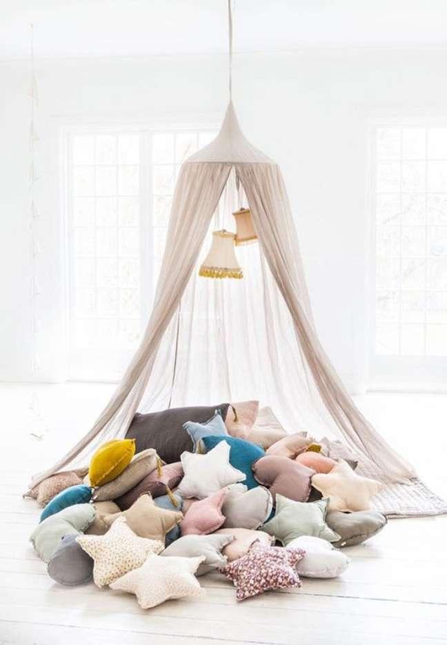 59. Cabana em casa com almofadas divertidas em formato de estrela – Foto Babies Constance
