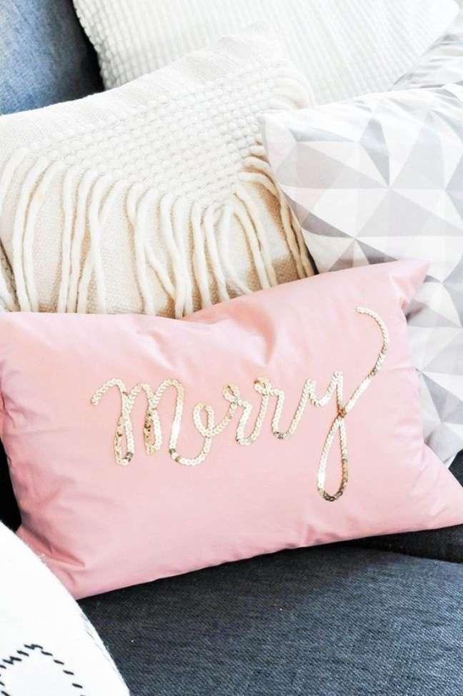 13. Tecido para almofada bordado – Foto Pinterest