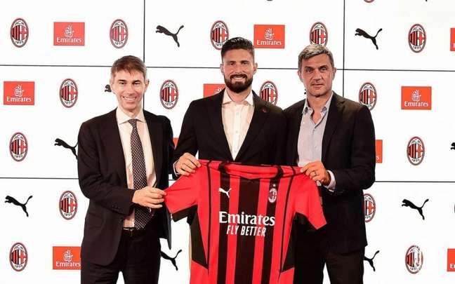 Giroud é o novo reforço do Milan para a nova temporada (Reprodução/AC Milan)