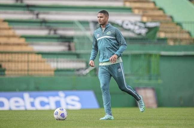 Jogador de 25 anos está no clube desde a última temporada (Márcio Cunha/ACF)