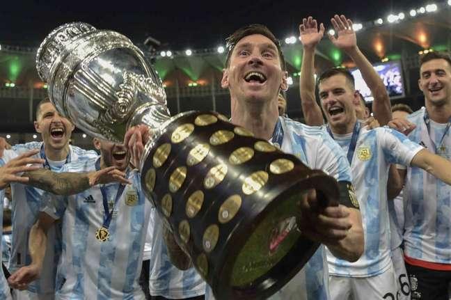 Messi conquistou a Copa América com a Argentina (Foto: CARL DE SOUZA / AFP)