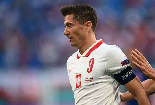 Lewandowski está na mira de clubes ingleses (Foto: Kirill KUDRYAVTSEV / POOL / AFP)