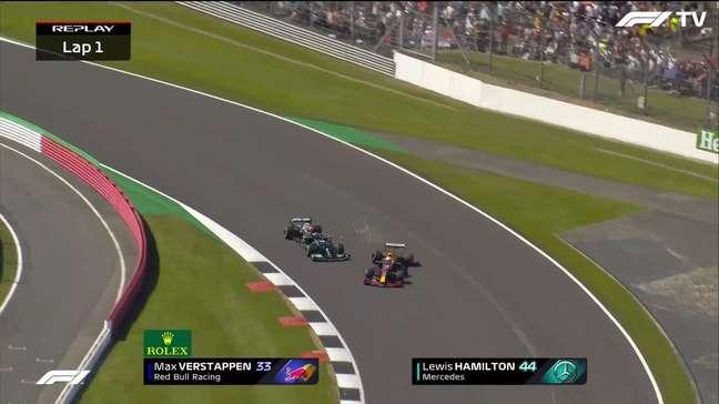 Max Verstappen tocou em Lewis Hamilton na largada