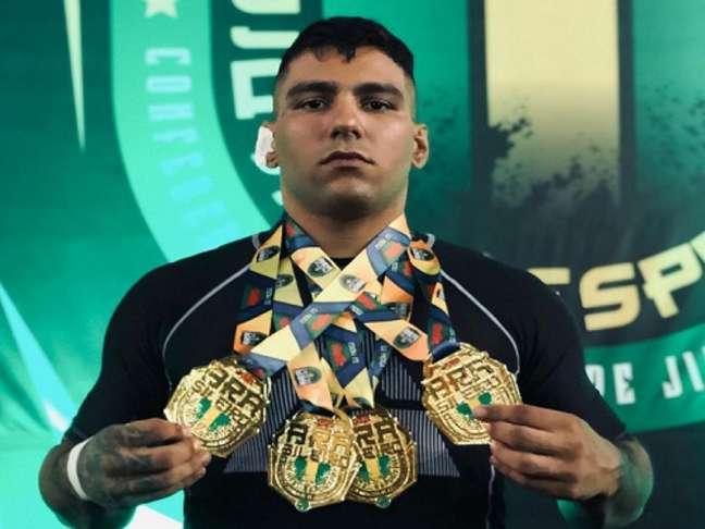 Leonardo ficou com quatro medalhas de ouro no Brasileiro da CBJJE (Foto: Reprodução/Instagram)