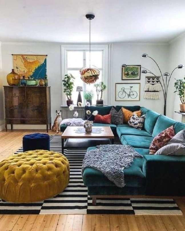58. Sala industrial com sofá azul – Foto Pinterest