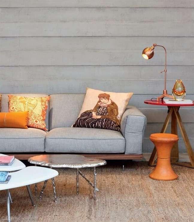 3. Sala de estar com sofá estilo industrial vintage e móveis no mesmo estilo – Foto Pinterest