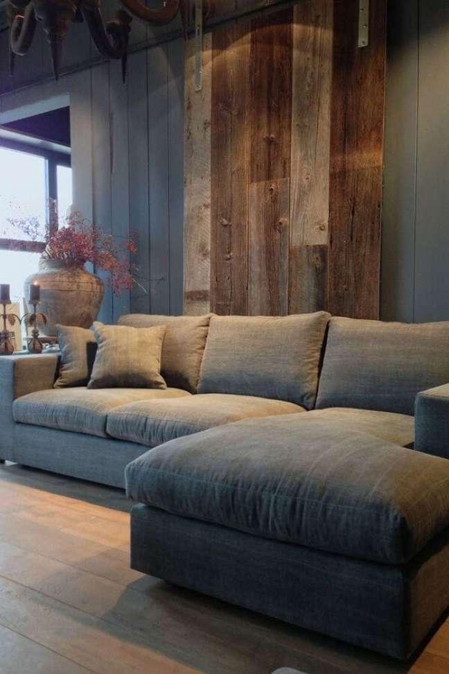 26. Modelo de sofá de canto com chaise na sala industrial – Foto Pinterest