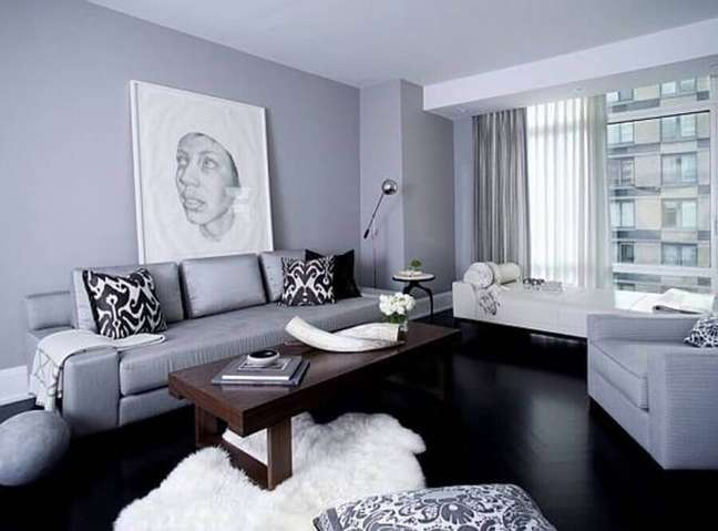 50. Sala com sofá estilo industrial cinza – Foto Casa de Valentina