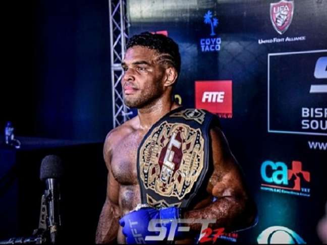 Manoel Sousa se tornou o novo campeão peso-leve do SFT (Foto: Edu Rocha/SFT)