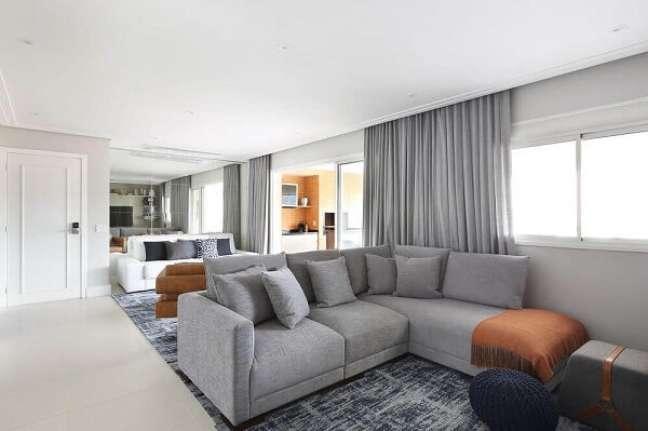 28. Sofá estilo industrial para sala iluminada e chique – Foto Pinterest