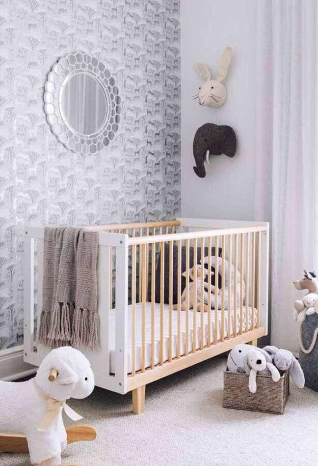 15. Dicas de decoração para quarto de bebê com papel de parede cinza – Foto: Home Fashion Trend