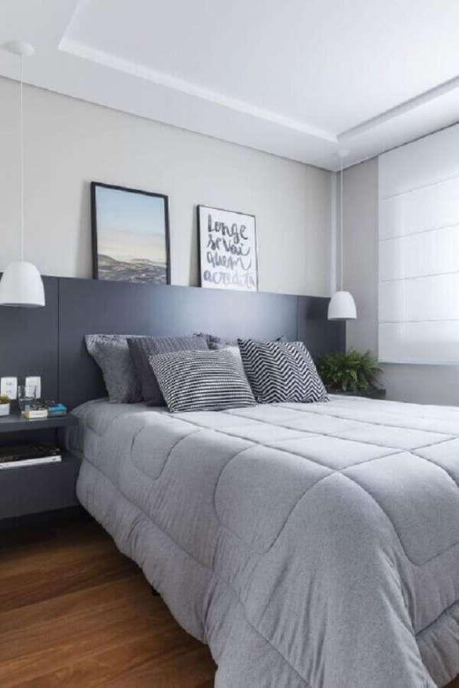 35. Dicas de decoração para quarto de casal em tons de cinza com cabeceira planejada – Foto: SP Studio