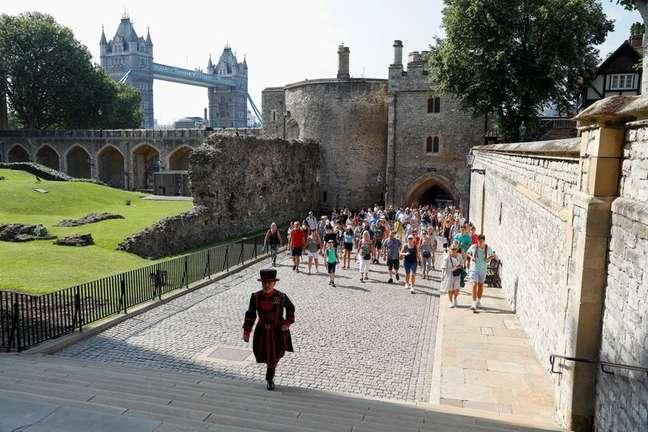 Grupo visita Torre de Londres 19/07/2021 REUTERS/Peter Nicholls