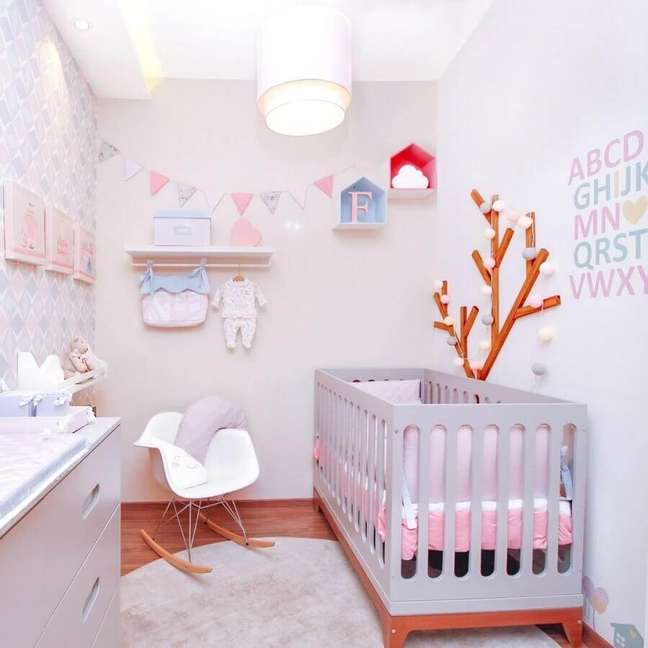 21. Dicas de decoração para quarto de bebê pequeno em cores claras – Foto: Últimas Decoração
