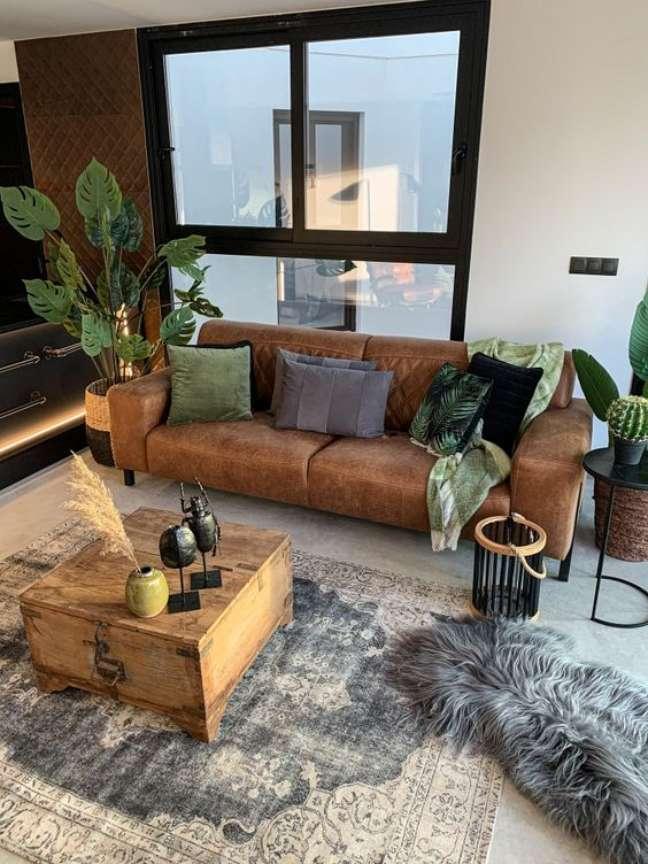 59. Sofá de couro estilo industrial para sala de estar pequena – Foto Pinterest