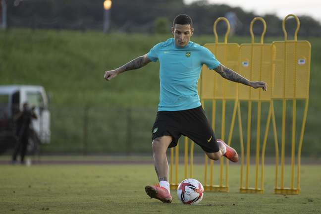 Guilherme Arana durante o treino da Seleção Brasileira nesta segunda-feira em Yokohama