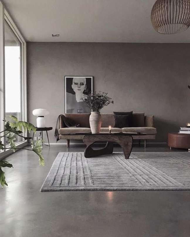 44. Sala de estar moderna com piso cimento queimado – Foto Pinterest