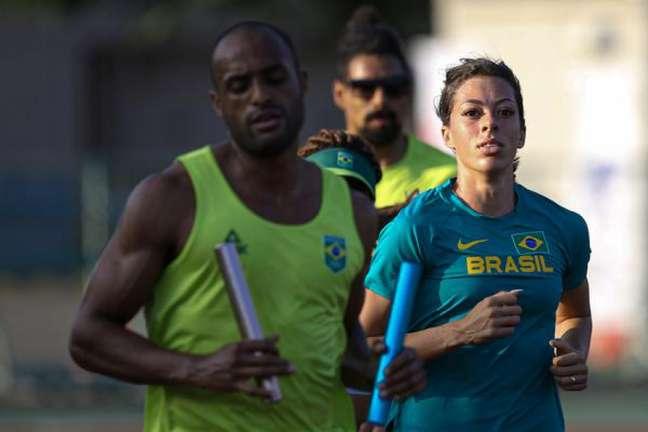 Atletas do revezamento 4x400m misto do Brasil treinam em Saitama (Foto: Wander Roberto/COB)