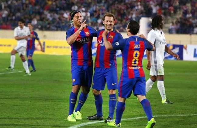 Em 2017, no Líbano, Barcelona Legends venceu veteranos do Real Madrid em jogo de cinco gols (Foto: Reprodução / Twitter)