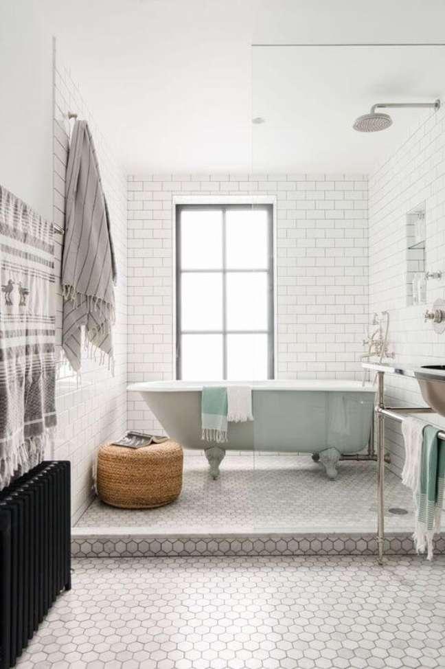 18. Banheira de pé para decoração moderna – Foto Casa Vogue