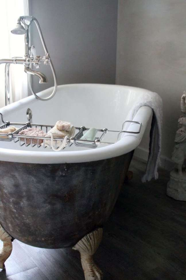 26. Banheira de pé vitoriana com suporte para sabonete e esponja – Foto Banheira SPa
