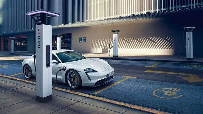 Custo de manutenção de carro elétrico pode ser até 10 vezes menor do que modelo a combustão