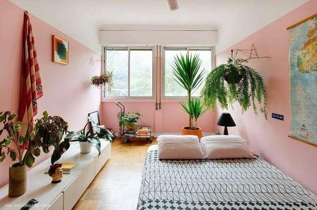 23. O rosa chá é uma cor excelente para decorar ambientes pequenos – Foto: Histórias de Casa