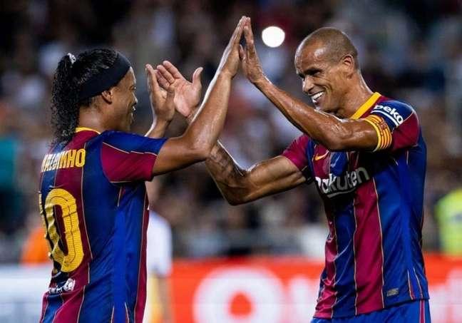Ronaldinho e Rivaldo jogaram no amistoso (Foto: Divulgação/Barcelona)