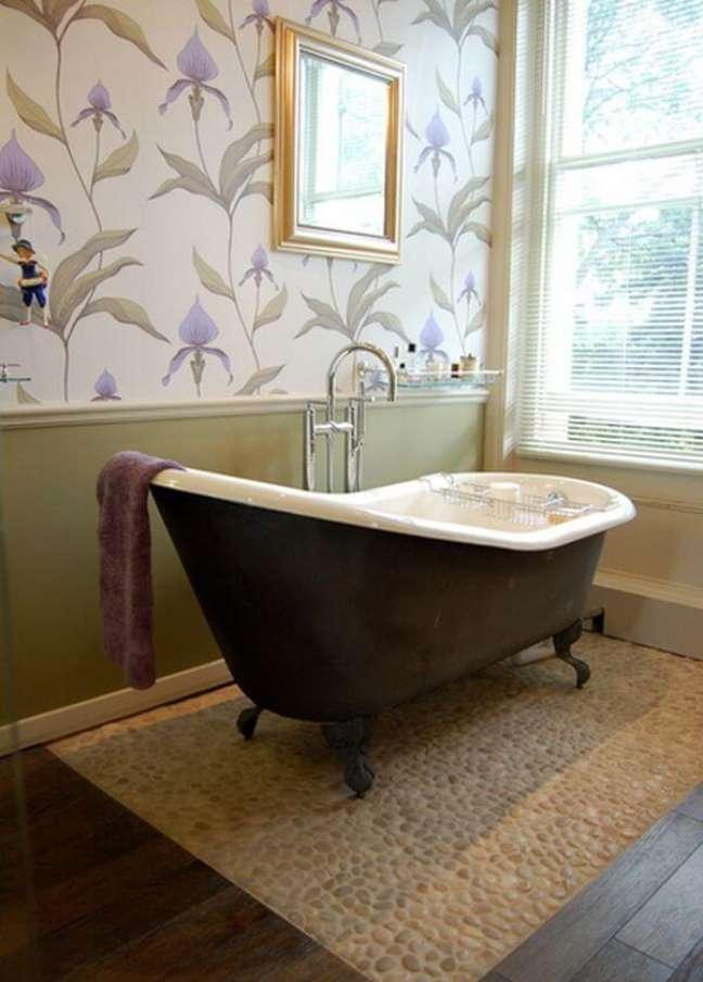 46. Banheira de pé preta para banheiro decorado – Foto Ernies Supply