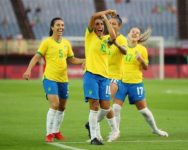 Marta comemora um dos dois gols marcado contra a China na estreia da Seleção Brasileira na Olimpíada de Tóquio 21/07/2021 REUTERS/Molly Darlington