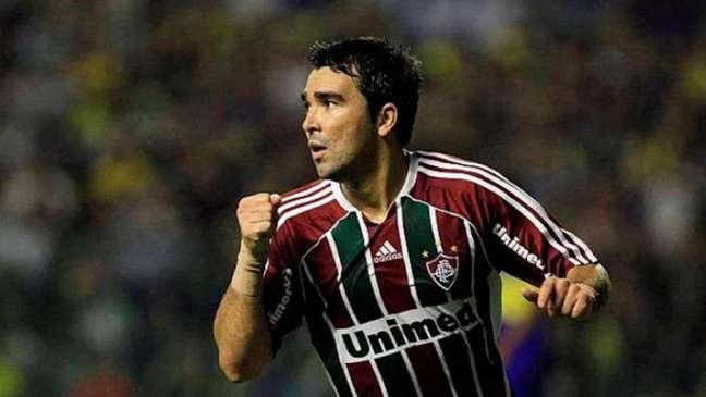 Deco defendeu as cores de Fluminense e Chelsea (Foto: Reprodução / Twitter)