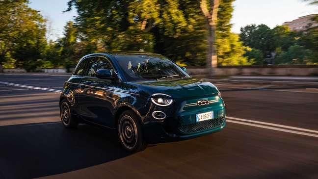 Novo Fiat 500e será lançado no Brasil no dia 3 de agosto.