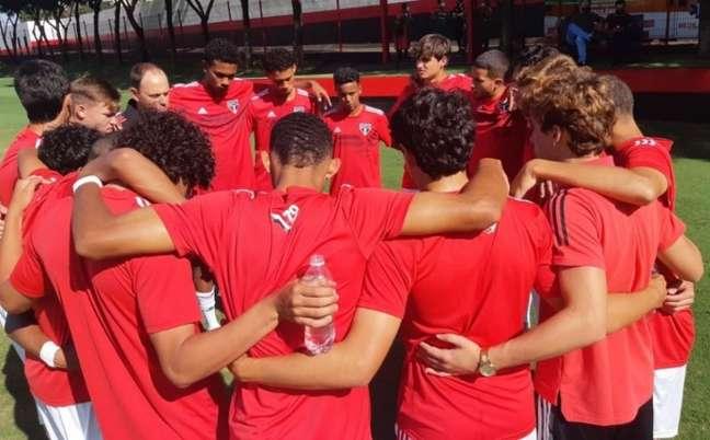 Time Sub-17 do São Paulo (Foto: Reprodução/ Twitter @SaoPauloFC)