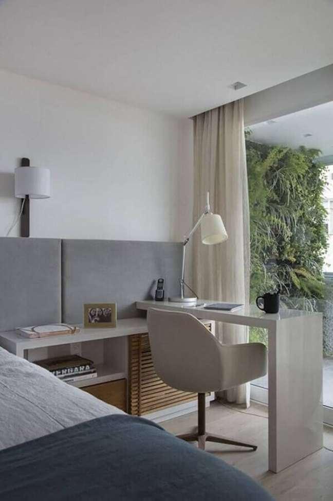 14. Bancada pequena planejada para decoração de quarto de casal com escritório – Foto: Pinterest
