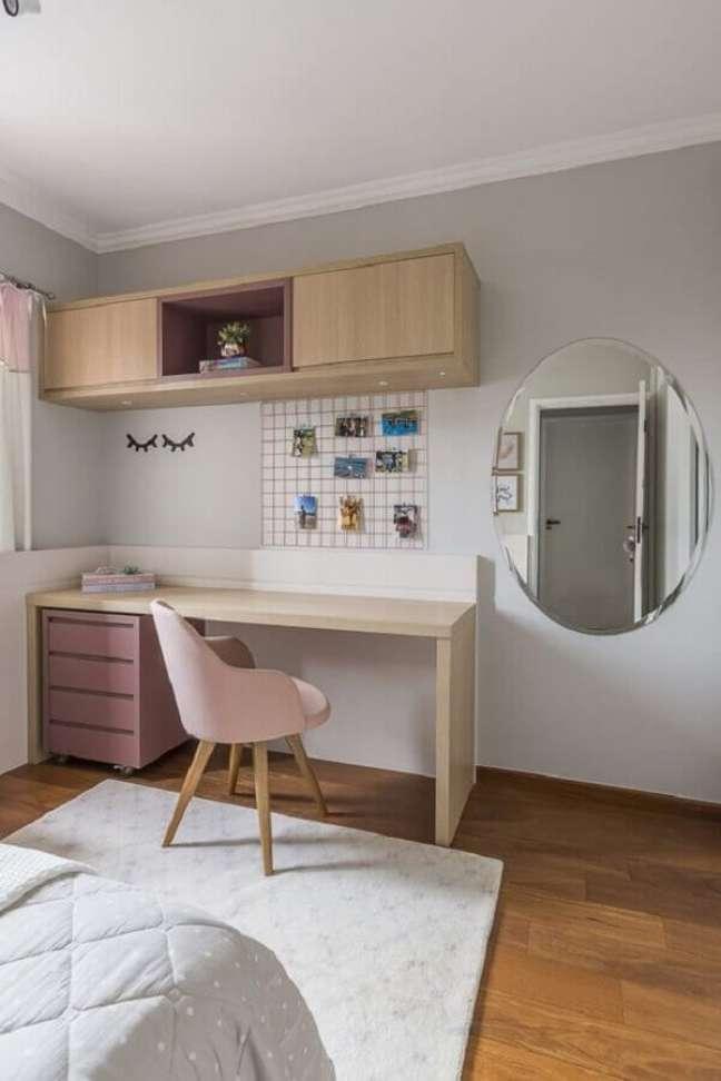 20. Decoração clean para quarto feminino com escritório – Foto: Jeito de Casa