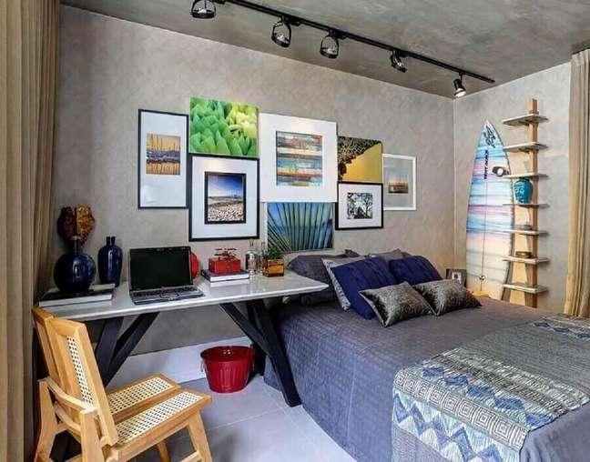 49. Parede cimento queimado para decoração estilo industrial para quarto com escritório – Foto: Renata Amado e Rodrigo Picolo